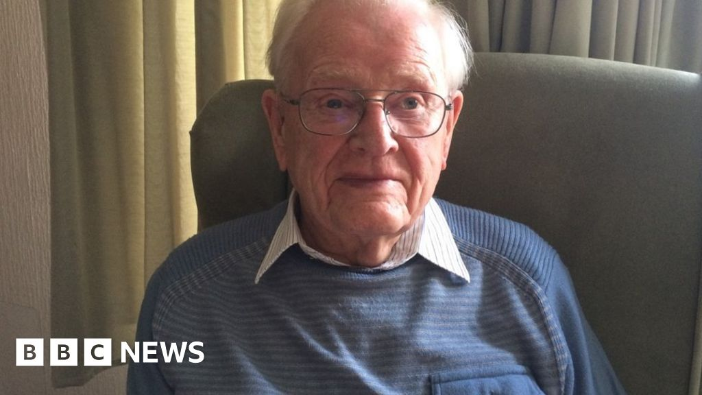 Dunkirk 'shed door' veteran Les Rutherford dies aged 101 thumbnail