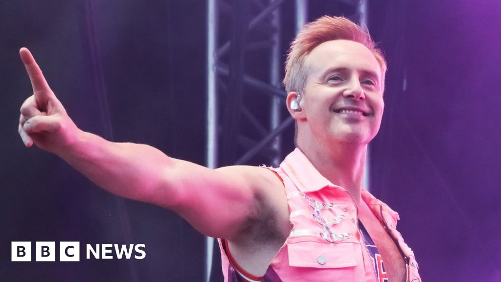 Dancing on Ice: the steps singer Ian  H  Watkins will be in a same-sex couple