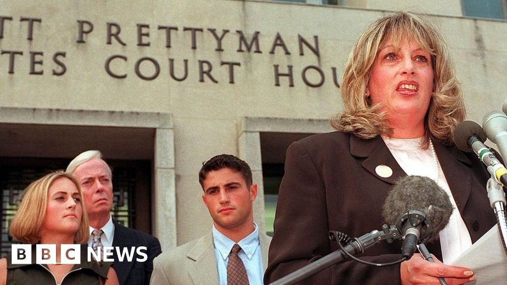 Linda Tripp: the woman who revealed the Clinton-Lewinsky scandal, dies