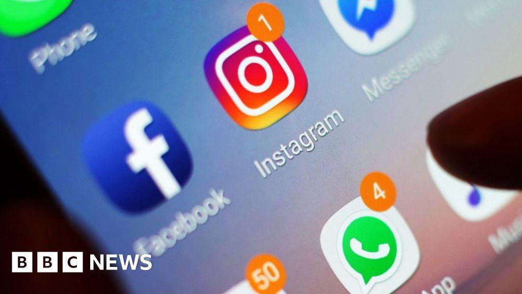US demands social media details from visa applicants - BBC News