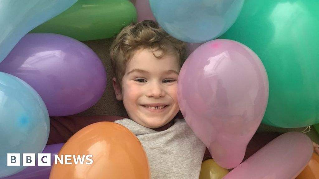 Fabulous Birthday Delivery Searches Surge As Children Celebrate Under Funny Birthday Cards Online Necthendildamsfinfo