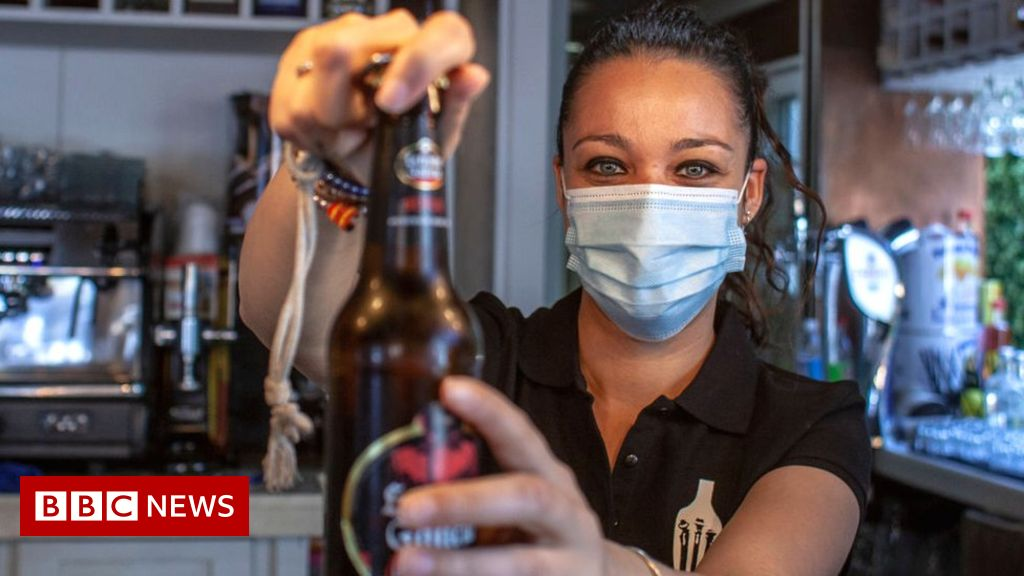 Coronavirus: what time are pubs, bars, cafes and restaurants open?