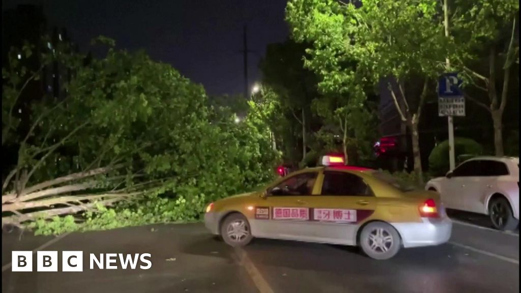 Yangtze storm: Violent winds kill 11 in Nantong, China