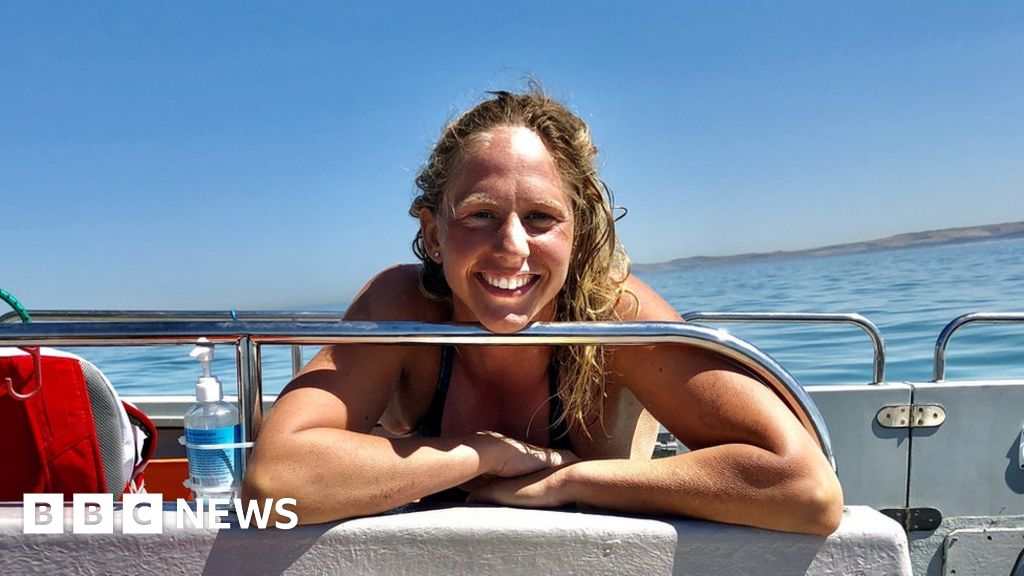 Chloe McCardel: Swimmer seeks to beat men's Channel record and quarantine