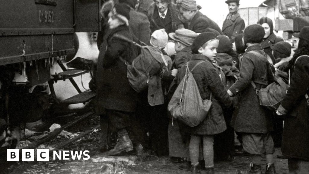 Holocaust survivors 'could help' child refugees