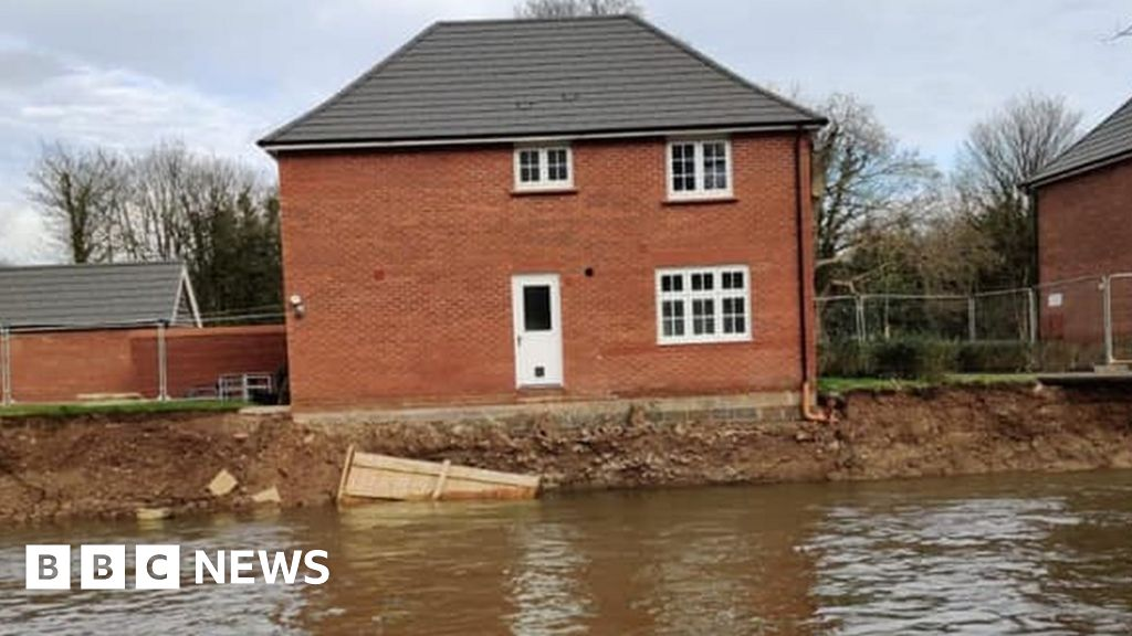 Flooding: Calls to stop building homes on flood plains
