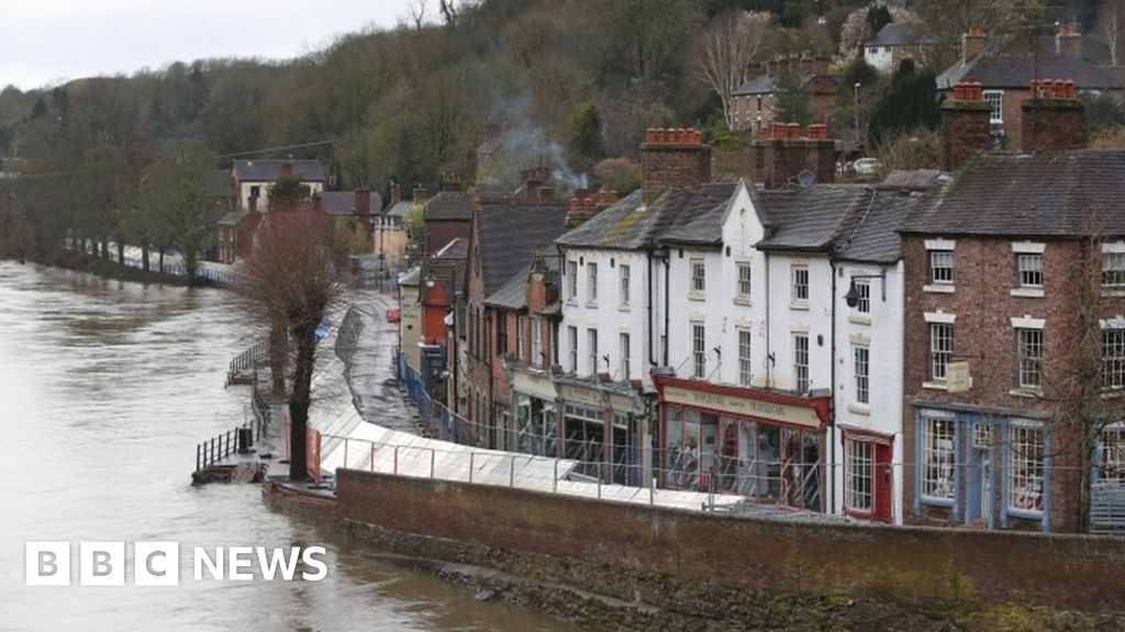Storm Jorge: Flood-hit areas braced for more heavy rain thumbnail
