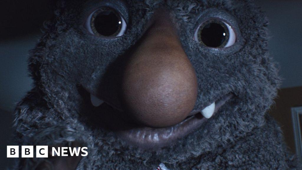 John Lewis Christmas advert: Moz gets mixed response - BBC News