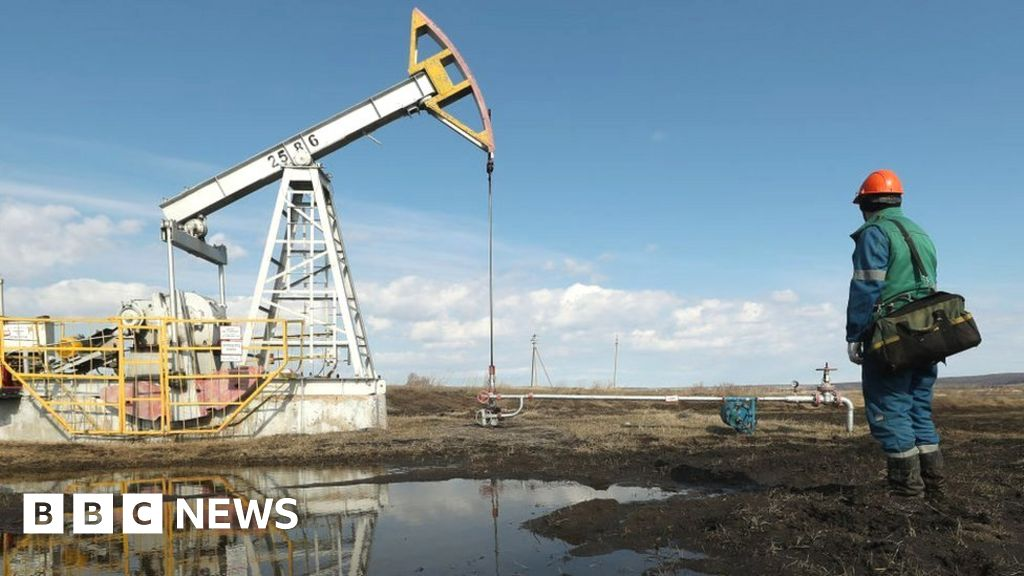 Record deal to cut oil output ends, the price war