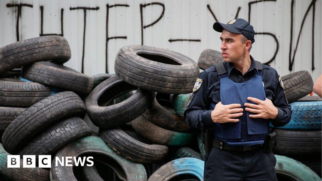 Ukrainian siege of 'pro-Russian' Inter TV studios ends