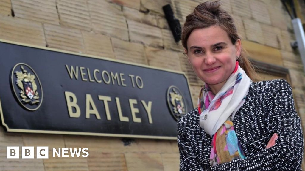 Jo Cox: sister calls for  togetherness  on the anniversary of the assassination