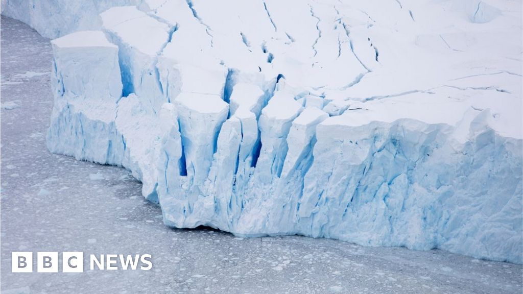 Climate change: Satellites record history of Antarctic melting - BBC News