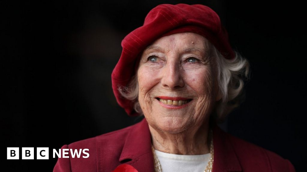 Dame Vera Lynn: Flypast to mark singer's funeral
