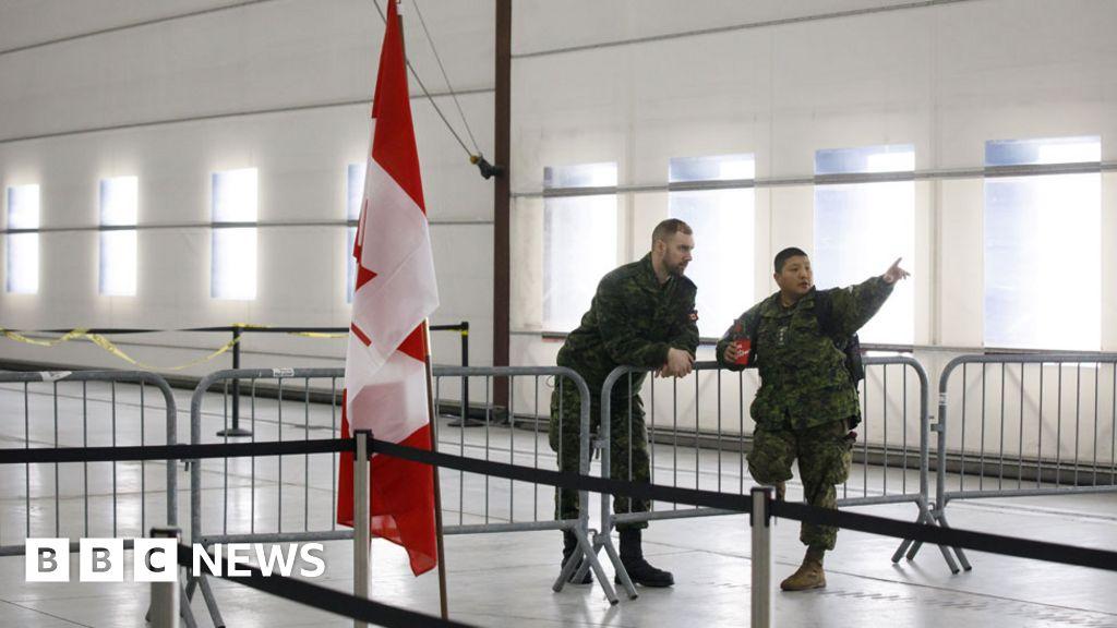 Coronavirus: Kind Canadians start 'caremongering' trend thumbnail
