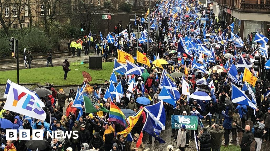 Independence supporters March through Glasgow
