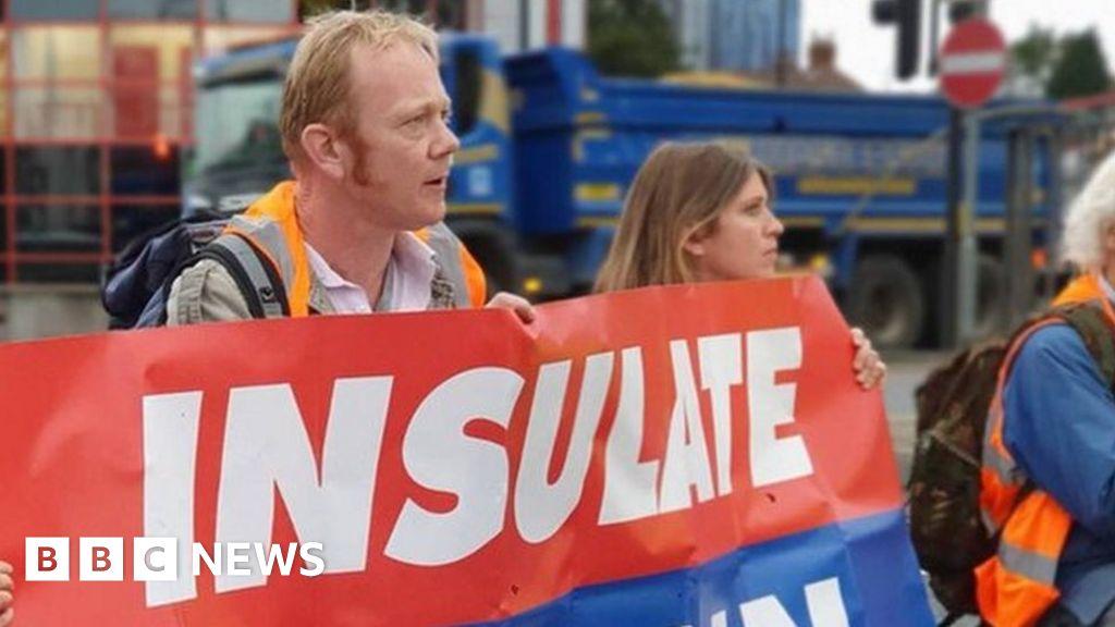 Insulate Britain: Protesters block roads leading to M25