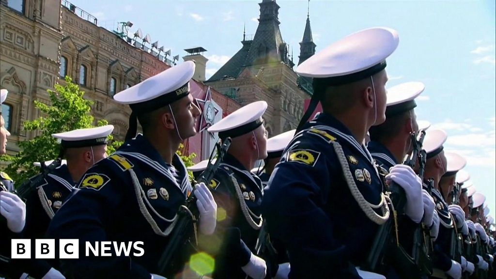 Russia WW2 parade goes on in spite of coronavirus fears