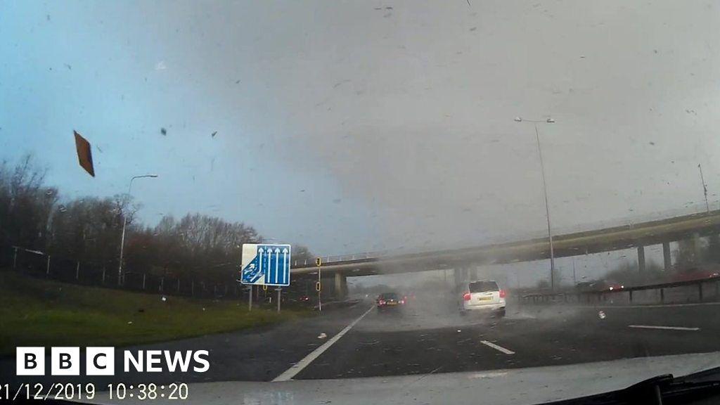 Tornado crosses M25, shocks drivers thumbnail