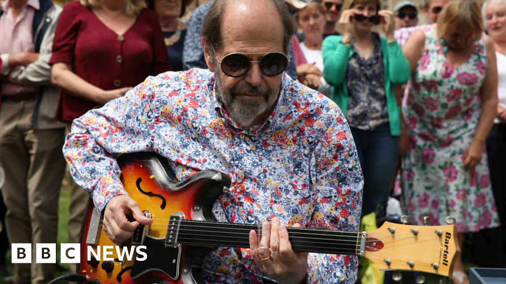 Beatles guitar worth £400,000 on Antiques Roadshow