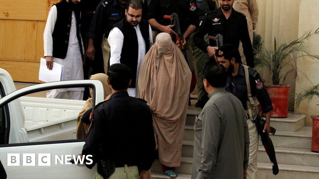 Pakistan Deports Green-Eyed Afghan Girl