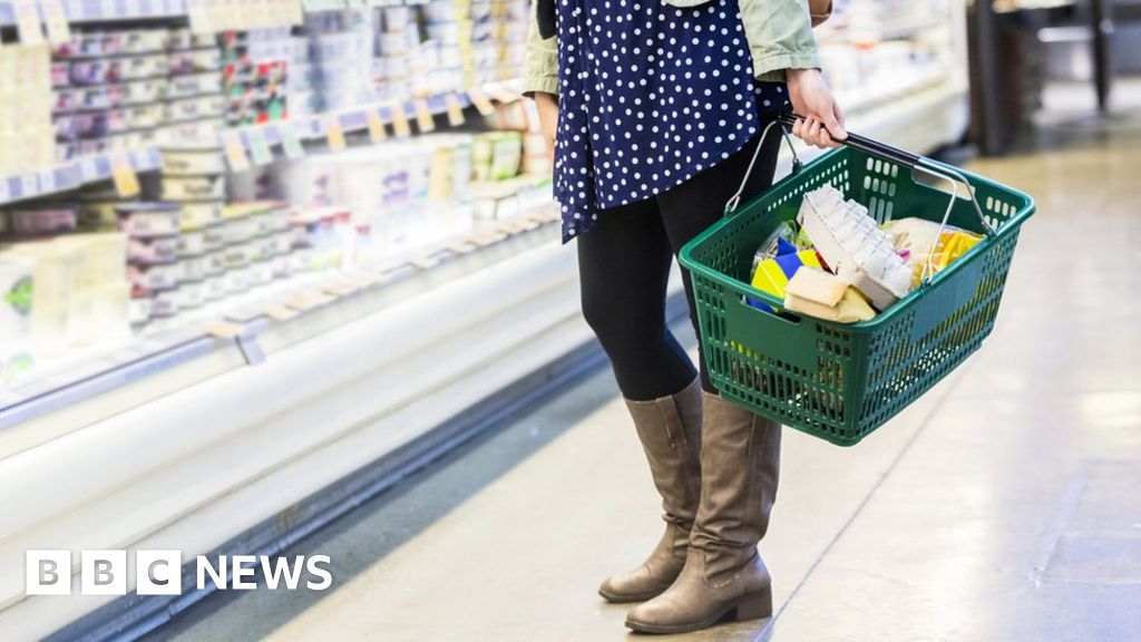 No-deal Brexit 'disastrous' for food firms - BBC News
