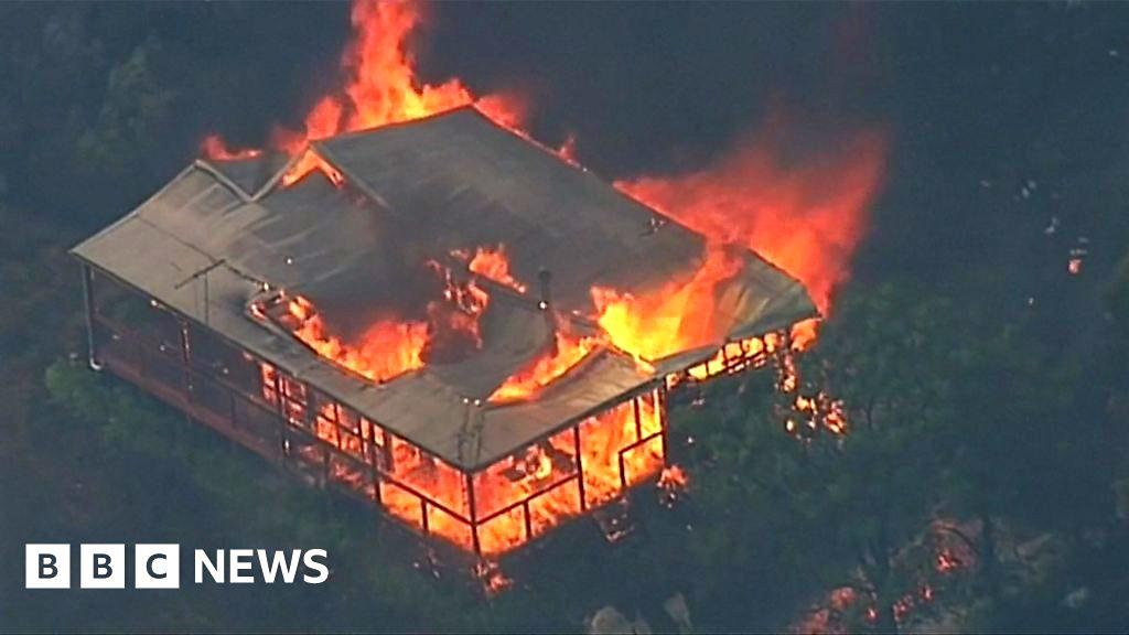 australia bushfires  homes destroyed in victoria