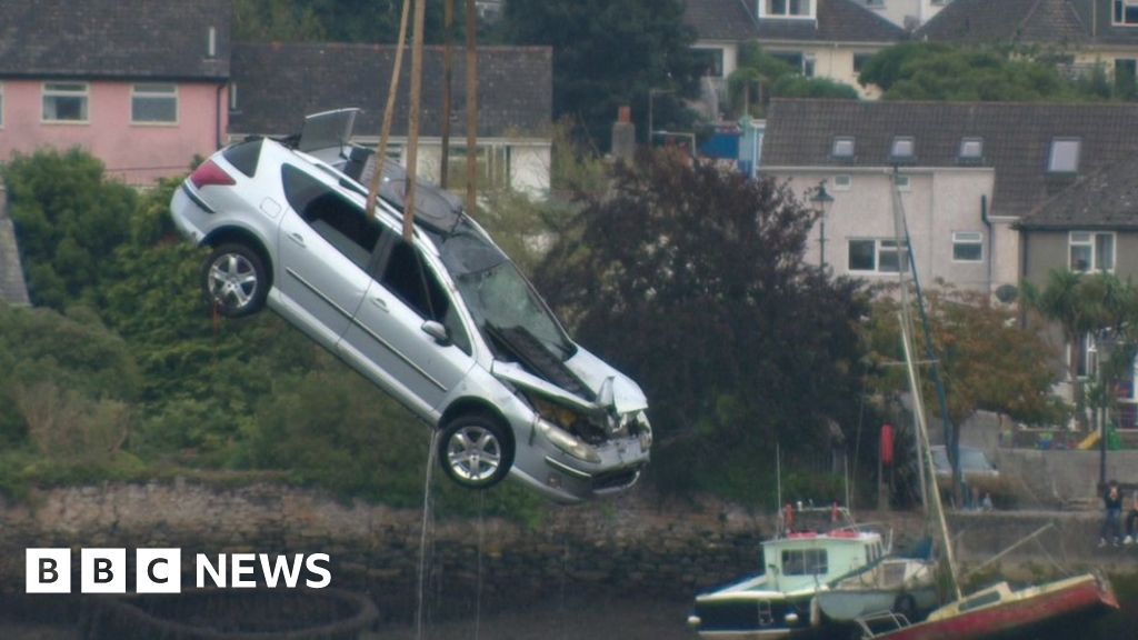 Two people dead after Hooe Lake car plunge - BBC News