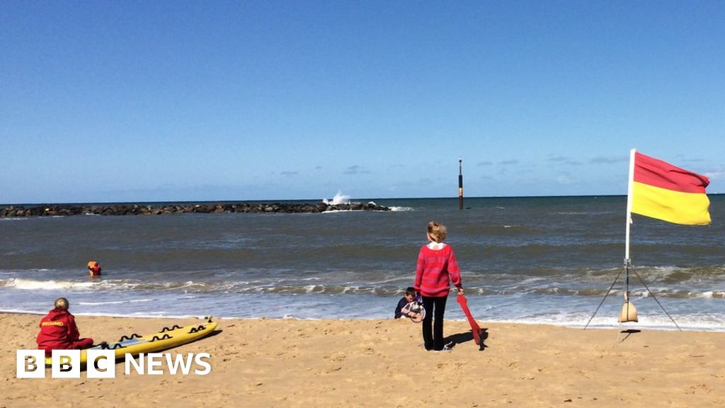 419357c1b1d How to stay safe at the beach and in the sea - BBC News
