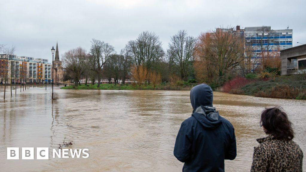 Gale weather warnings for UK as Storm Bella moves in