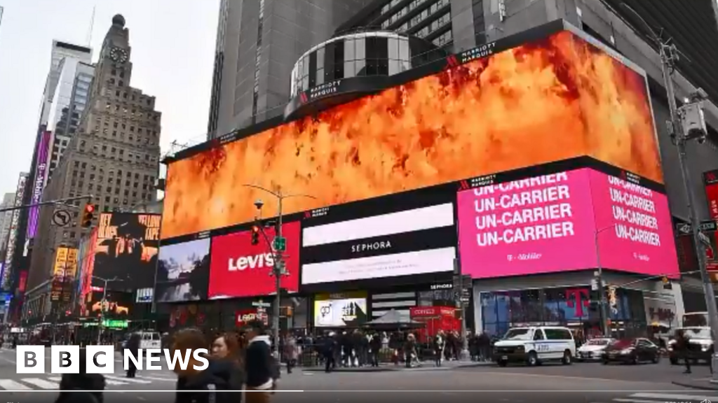 Australia firefighters thanked with Times Square billboard - bbc