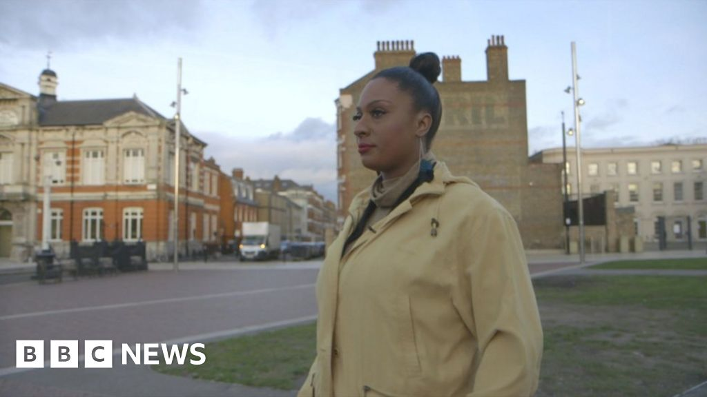 'More stop and search could save girls from gangs'