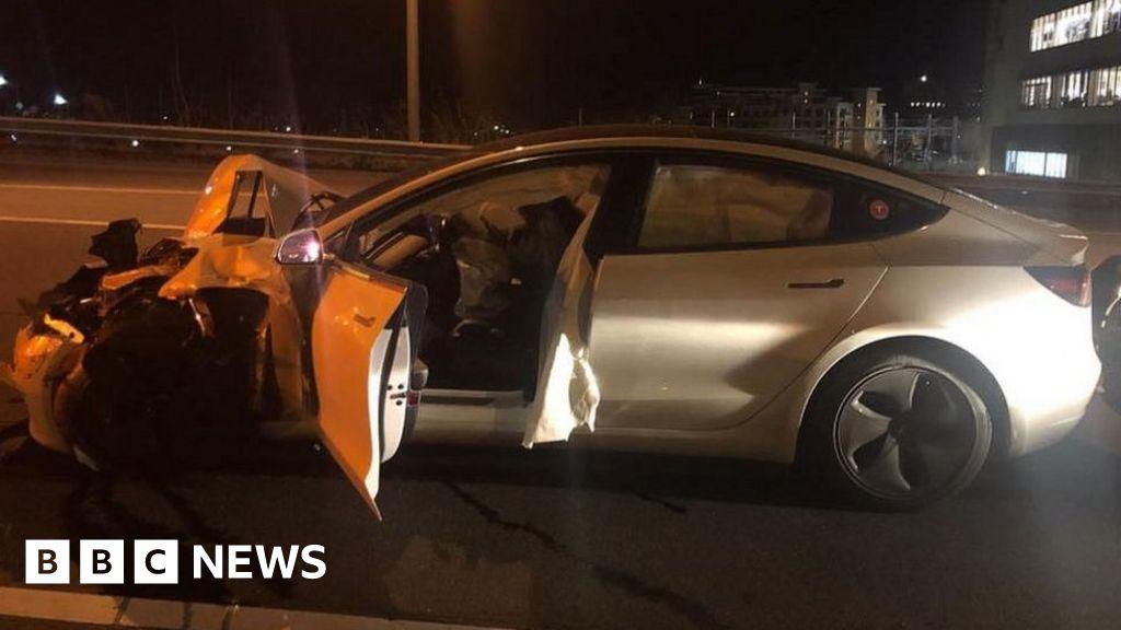 Tesla Model 3 on Autopilot crashes into police car