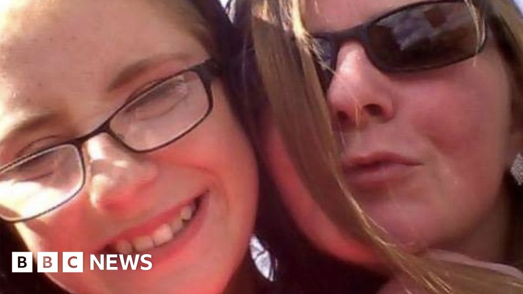 Mother went to pub while daughter lay dying on sofa