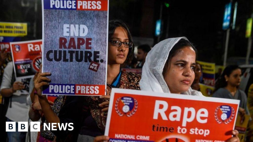 Woman set on fire on way to rape hearing dies