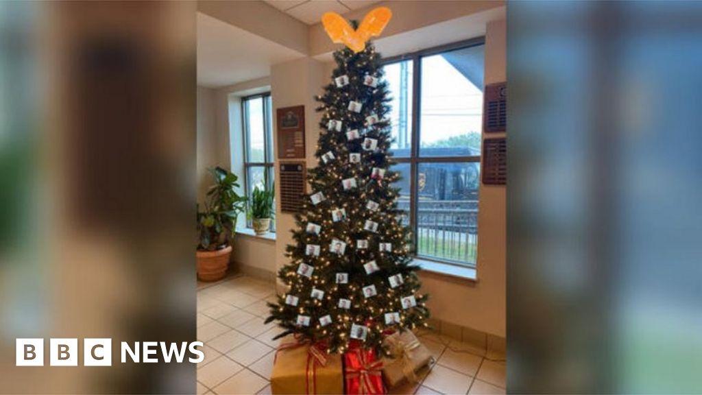 Alabama sheriff's 'thugshot' Christmas tree draws complaints