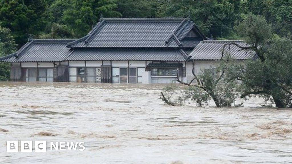 Japan flooding: Fears for nursing home amid torrential rain - BBC News