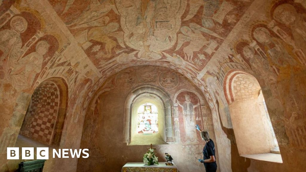 England s historic wall paintings at risk, English Heritage warns