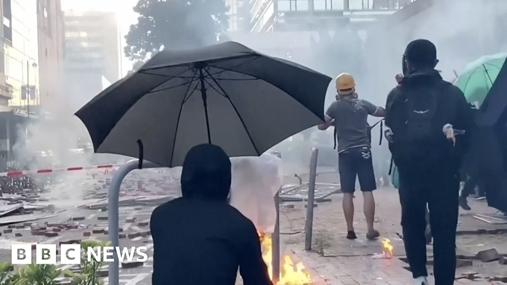 Hong Kong Polytechnic University: Police fire tear gas on protesters leaving site