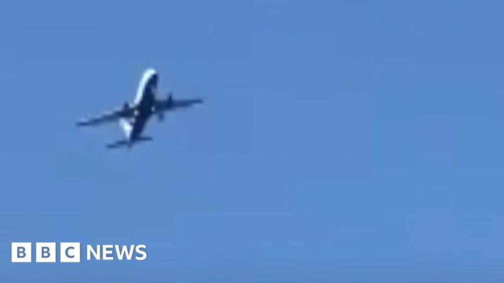 Strong winds shake plane and cause it to divert - BBC News
