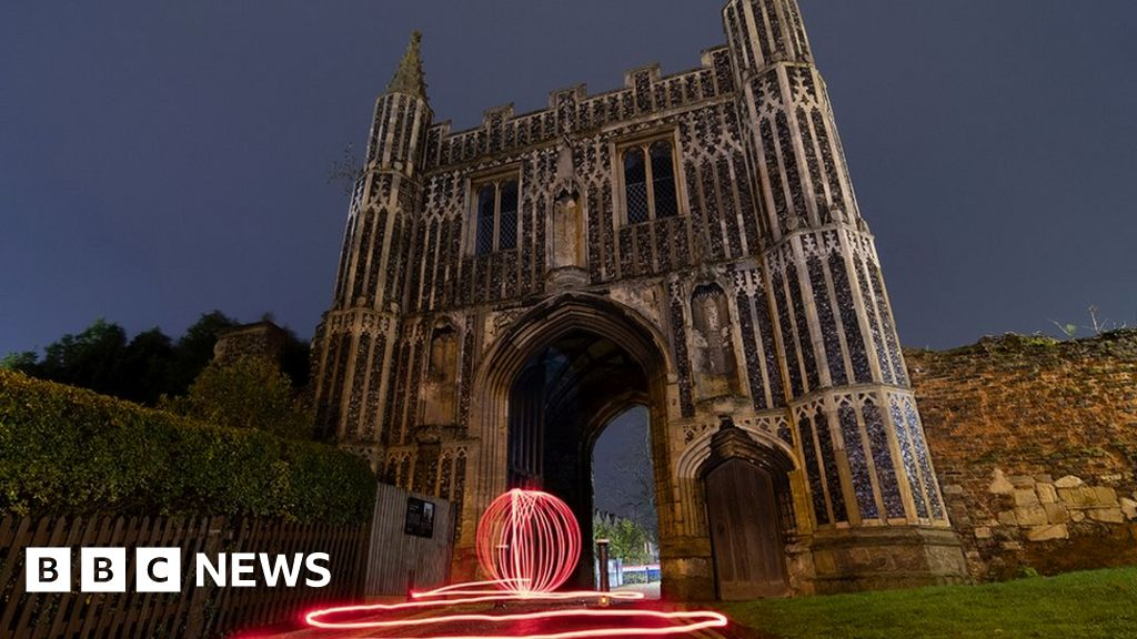 Light-painting photos 'transform oldest town'