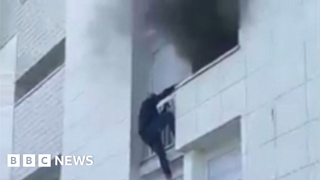 France fire: Young heroes climb building to save family in Nantes