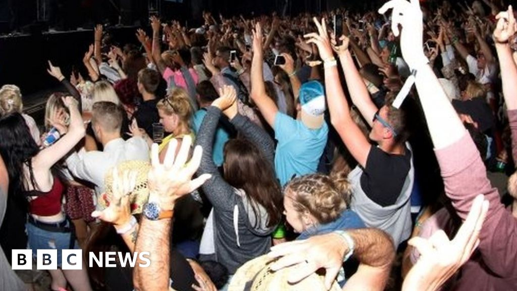 No naked dancing, Canada revellers told - BBC News