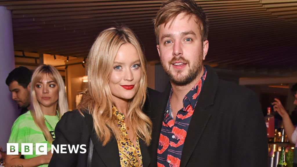 Laura Whitmore criticized a photographer at the airport after Caroline Flack s death