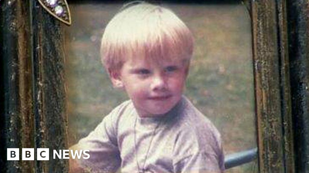 Contaminated blood inquiry: Anger after boy, 7, died from Aids - BBC News thumbnail