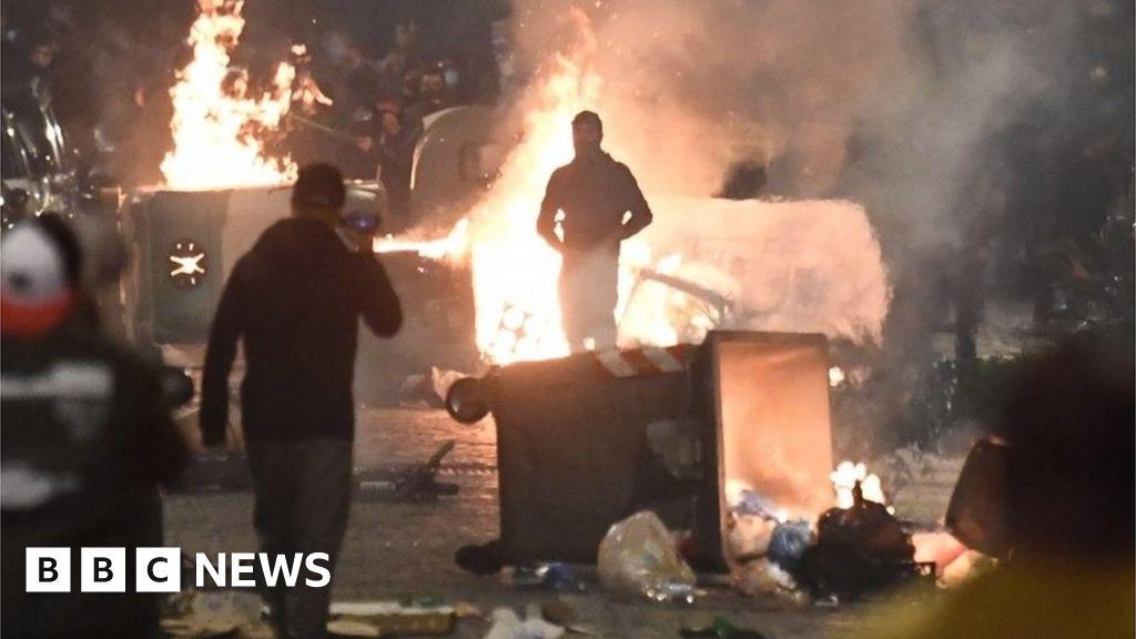 Coronavirus: Clashes in Naples over tightening restrictions