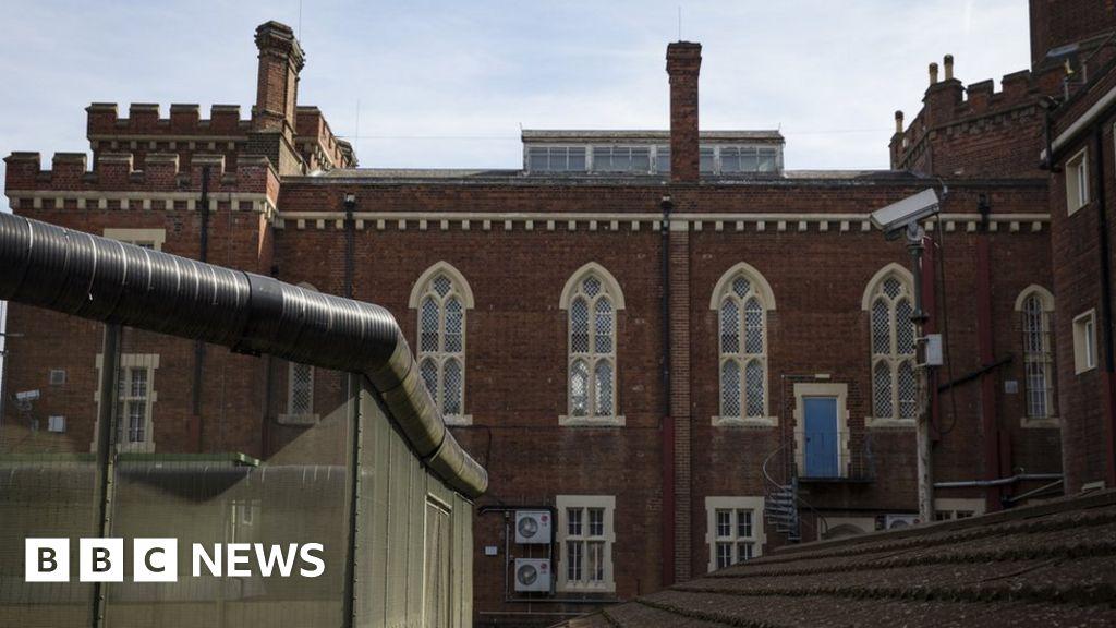 Council fails in bid to buy Oscar Wilde prison