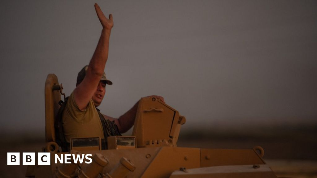 News Daily: Turkey s Syria offensive and the call for a ban on snacks, on buses and trains
