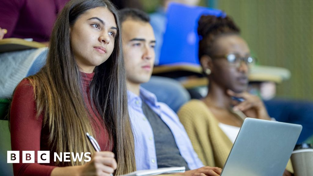 Government to scrap 50% of young to university target