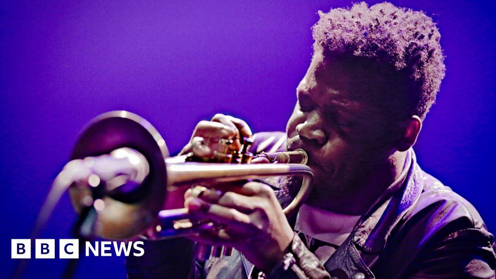 Keyon Harrold: Jazz trumpeter says son assaulted after false theft accusation