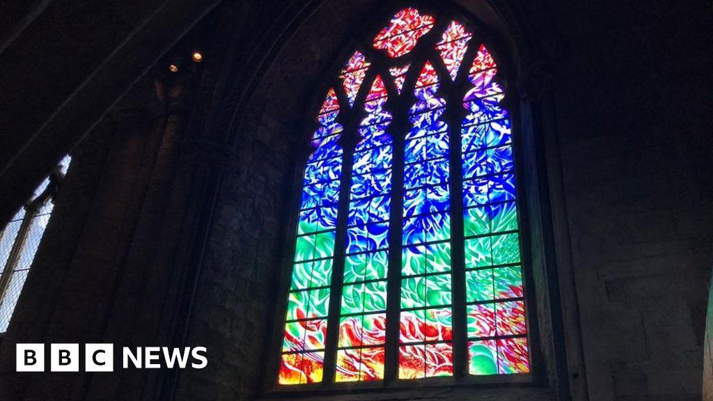 Durham Cathedral window - BBC News